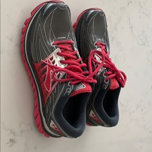 Women's Brooks Glycerin 14 running shoes size 9